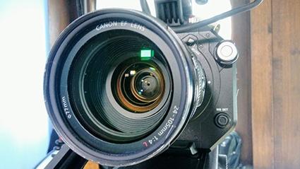 Bild zum Möller Horcher Blogbeitrag Bewegtbild bewegt B2B-Beziehungen: Videokamera