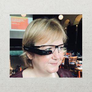 Gabriele Horcher, Geschäftsführerin Möller Horcher PR GmbH, mit Datenbrille
